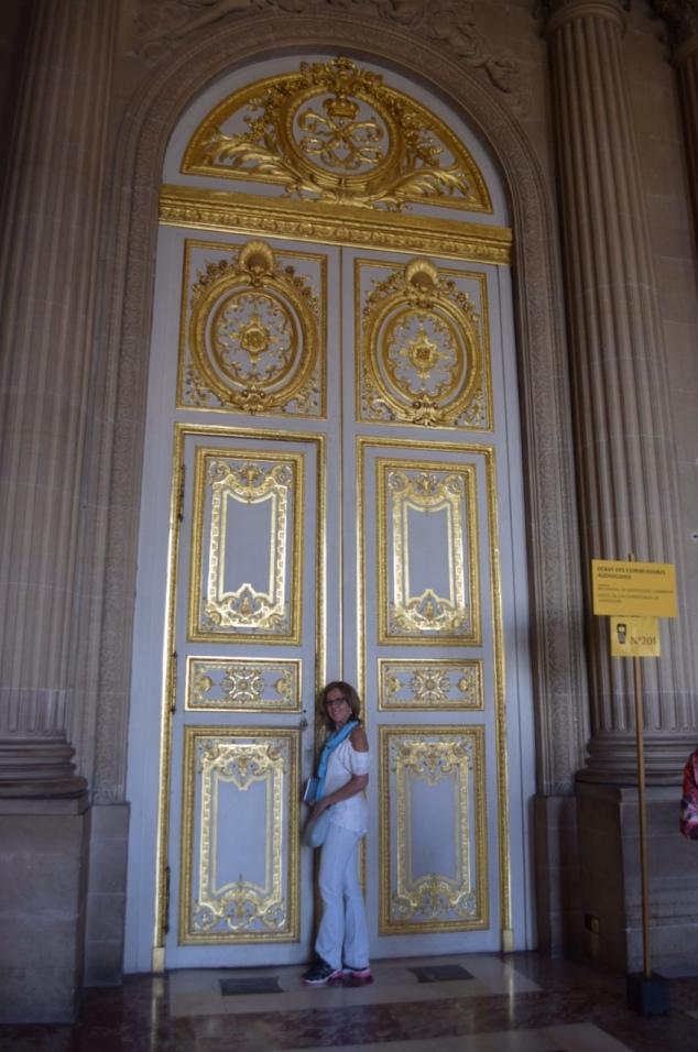 Para quem me conhece, sabe como eu sou apaixonada por portas. E, essa então? Folhada em ouro. Simplesmente magnífica.